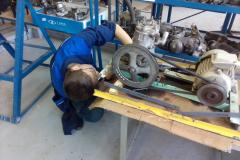 14-Aleksandr-Ivolga-konstruiruet-kompressor.-V-masterskoj-vsegda-nuzhen-szhatyj-vozduh